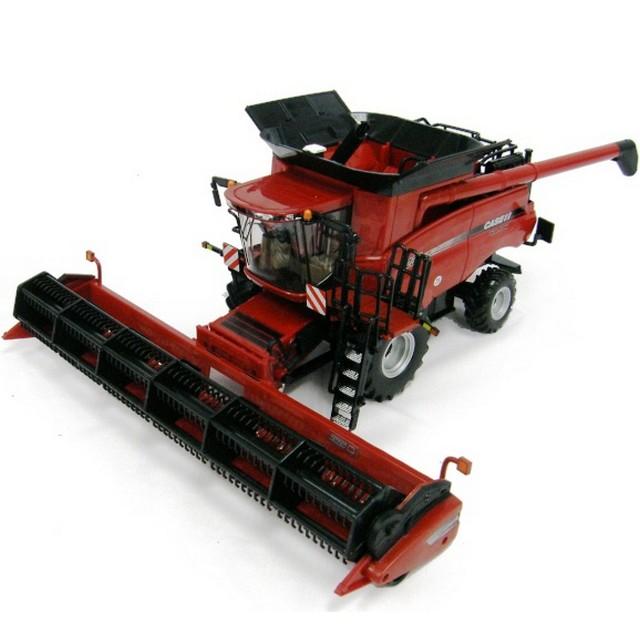 Britains Case IH 8230 Combine Harvester 1:32 Scale
